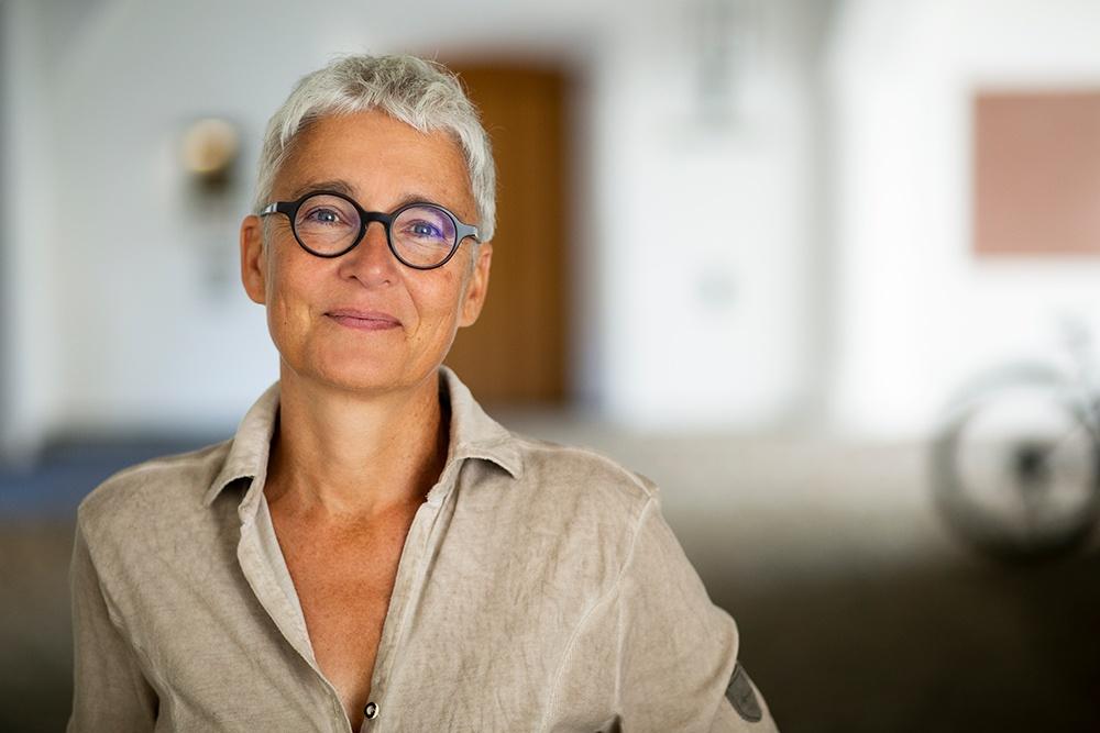 Martina Neubauer bei Headshot Portrait Fotograf München Kpaou Kondodji